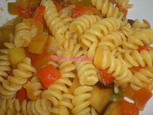 pasta fredda con verdure saltate in padella